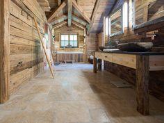 Ton in Ton wirkt entspannend: das Holz und die Bad-Deko wurde auf die…