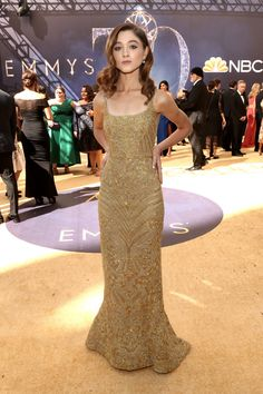 A roundup of the best celebrity red carpet looks from the 2018 Primetime Emmy Awards, in Los Angeles. Celebrity Gowns, Celebrity Red Carpet, Celebrity Style, Natalie Dyer, Red Carpet Looks, Red Carpet Dresses, Red Carpet Fashion, Nice Dresses, Awesome Dresses
