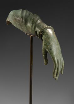 Roman bronze life-size left forearm of a woman, Century A. Wearing a twisted movable bracelet, dressed with a pleated veil on the upper part of the arm, 35 cm. Roman Sculpture, Sculpture Art, Fall Of Constantinople, Classical Greece, Engraving Illustration, Thai Art, Roman History, Roman Art, Ancient Art