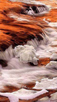 """FONTE: Paulo Coelho       um rio nunca passa duas vezes pelo mesmo lugar"""" diz um filósofo. """"A vida é como um rio"""", diz outro filósofo, ..."""