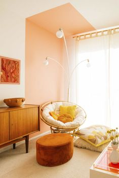 8 Best Colors to Mix With Pink for Incredible Room Decoration - Talkdecor : 8 Best Colors to Mix With Pink for Incredible Room Decoration Design Living Room Decor, Bedroom Decor, Wall Decor, Bedroom Wall, Living Rooms, Orange Rooms, Room Colors, Home Decor Inspiration, Family Room