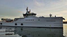 Paul Watson, le fondateur et actuel leader de Sea Shepherd, une ONG dédiée à la protection de l'environnement, vient de sabrer le champagne pour l'arrivée de son nouveau bateau. Jack Sparrow n'aurait pas rêvé mieux.