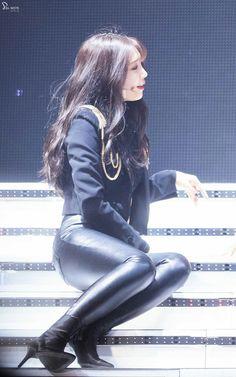 Korean Girl, Asian Girl, Eunji Apink, Eun Ji, Family Values, Beautiful Person, Korean Actresses, Just The Way, Leather Leggings