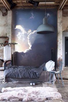 La decoración no me gusta, parece un desastre, pero esa pintura es maravillosa.