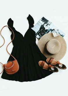 Sommer Oufit schwarzes Kleid, Sandalen und Strohhut | #fashion #summer #flatlay