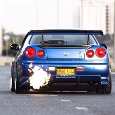 Nissan Skyline GT-R (R34) Flames from Muffler