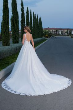 Luxusné svadobné šaty anglickej značky Hadassa WENDY Formal Dresses, Wedding Dresses, Fashion, Bridal Gowns, Boyfriends, Dresses For Formal, Bridal Dresses, Moda, Wedding Dressses