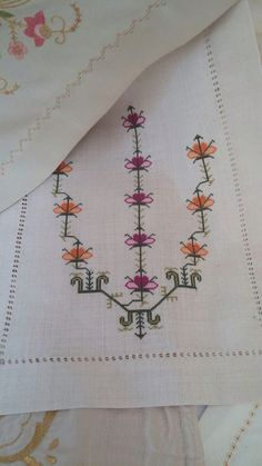 This Pin was discovered by ÖZN Bargello, Handicraft, Embroidery Stitches, Cross Stitch Patterns, Diy And Crafts, Weaving, Quilts, Crochet, Handmade