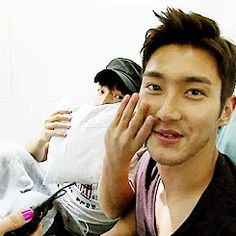 I so love and adore Siwon, how anyone can be so sexy and patient, I don't know. Donghae you little trouble maker. gif