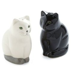 Salt and Pep-purr Shaker Set - Black, Solid, Quirky, White, Holiday Sale Crazy Cat Lady, Crazy Cats, Cute Kitchen, Vintage Kitchen, Retro Vintage, Cat Decor, Salt And Pepper Set, Salt Pepper Shakers, Cool Cats