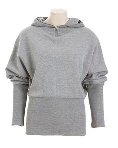 Cool und sportiv ist der Kapuzensweater aus Rippenjersey - die glatte Seite kommt beim bauschigen Oberteil mit Kapuze zum Vorschein, die Rippenoptik sorgt bei den extrabreiten und engen Bündchen für eine lässige Optik.
