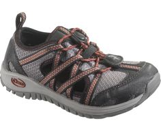 Chaco: Kids Outcross Little Kid/Big Kid (Gunmental) If you are looking for a lightweight, cool shoe that can get wet, dry fast, are easy on and won't come off, here is your shoe! Approved by the American Podiatric Medical Association