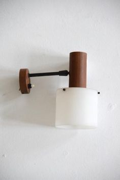 This wall lamp by the small lighting manufacturer Alfaplex from Milan features a combination of wood and Perspex, for which they are known.
