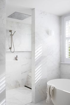 Beautiful bathroom decor a few ideas. Modern Farmhouse, Rustic Modern, Classic, light and airy master bathroom design ideas. Bathroom makeover tips and master bathroom renovation ideas. Modern Bathtub, Modern Bathroom Design, Bathroom Interior Design, Bathroom Designs, Minimalist Bathroom Design, Minimal Bathroom, Interior Modern, Design Kitchen, Kitchen Interior