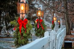 Light posts and fences and wreaths. Christmas splendor. Splendid Sass: PINTEREST AT CHRISTMASTIME ~ PART TWO