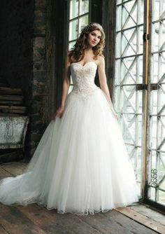 Vera Wang wedding dress <3