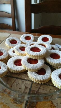 Super small shortbread with jam Super small shortbread with jam You can find Quotes and more on our website.Super small shortbread with jam Super small shortbread with jam Vanilla Sugar, Powdered Sugar, Biscuit Cookies, Yummy Cookies, Shortbread, Cookie Recipes, Dessert Recipes, Food Tags, Arabic Sweets