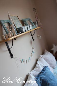 RedCountry háza tája Tao, Shelves, Home Decor, Shelving, Decoration Home, Room Decor, Shelving Units, Home Interior Design, Planks