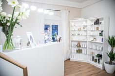 COSAMO Beautyspa Eingangsbereich Home Decor, Beauty, Door Entry, Pictures, Interior Design, Home Interiors, Beauty Illustration, Decoration Home, Interior Decorating