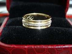 If you're looking for a every day ring, this is the one. 10K yellow gold, 0.2ct diamonds used.