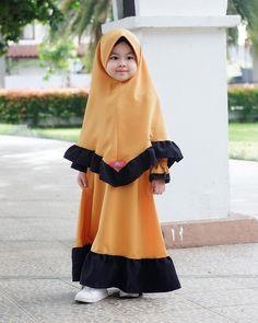 Abaya Fashion, Muslim Fashion, Fashion Dresses, Dresses Kids Girl, Kids Outfits, Little Girl Fashion, Kids Fashion, Kids Abaya, Baby Hijab