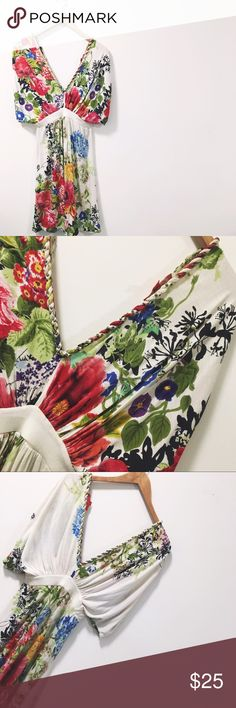 🆕🌺🌸🌼 Flower Child Whimsy Dress🌼🌸🌺 🐎🐎🐎 This dress is super cute and has been to a few Kentucky Derby matches! Purchase at a boutique this  dress was totally an expensive impulse buy, but totally worth it! 😆Perfect print full of color and life. Sleeves are billowy and ruching at the front of the shoulder and down the middle front and back of the dress! Happy Poshing!💁🏾  📫 Same/Next Day Shipping 🏡 Odor Free 🐩 Pet Free 🚫 PayPal/Trades Boutique Dresses