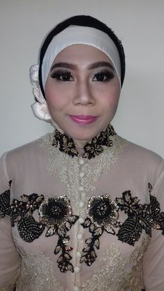 Make Up Wisuda
