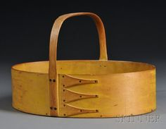 Shaker Yellow-painted Oval Carrier, Canterbury, New Hampshire, with bent maple sides Primitive Living Room, Country Primitive, Painted Boxes, Wooden Boxes, Shaker Furniture, Blanket Chest, Antique Boxes, Yellow Painting, Shaker Style