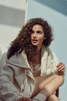 hacks every girl should know curls CONTINUE — soft season: ebonee davis and chiara scelsi for uo Curly Hair Styles, Curly Hair Tips, Long Curly Hair, Hair Care Tips, Curly Girl, Natural Hair Styles, Hair Inspo, Hair Inspiration, Corte Y Color