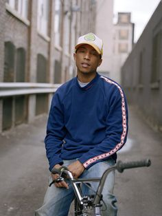 There's something about Pharell Williams that is so iconic. Pharrell Williams, Hip Hop Fashion, Mens Fashion, Fashion Killa, Fall Fashion, Mode Hip Hop, Nigo, Black Is Beautiful, Beautiful People