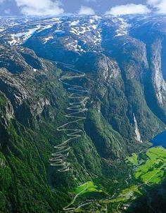 Trollstigen Norway.... WoW I would like to try that one ;-)