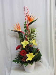 Corbeille funéraire Arrangement funéraire de style exotique Arrangements Funéraires, Art Floral, Paradise, Birds, Plants, Style, Floral Design, Floral Arrangements, Exotic