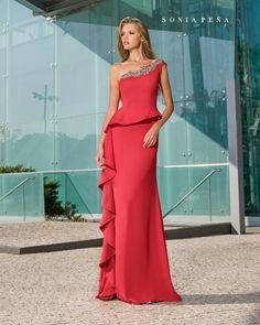 Sonia Peña, diseñadora de vestidos de fiesta, noche y bodas. Colecciones de trajes cortos de fiesta, noche y bodas. Trajes y vestidos de coctel para momentos especiales.