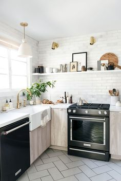 Small Kitchen made spacious - Light & Natural Kitchen