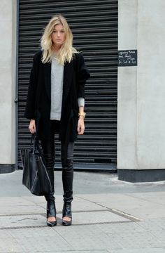 Slouchy Boyfriend Blazer - Leather Pants - Black hobo bag - High Neck tee #streetstyle #fashion #winter