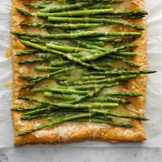 70 Easy Party Appetizers to Feed a Crowd Puff Pastry Recipes Savory, Tart Recipes, Cooking Recipes, Cooking Ideas, Vegetarian Recipes, Easy Asparagus Recipes, Asparagus Tart, Fresh Asparagus, Asparagus Frittata
