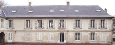 Château Séguier, L'Étang-la-Ville Le château est construit par Pierre Séguier, chancelier de Louis XIII, qui l'a fait pair et duc de Villemaur, puis chancelier et garde des Sceaux de Louis XIV. Pierre Séguier est l'un des membres fondateurs de l'Académie française. Son château est devenu la mairie actuelle.