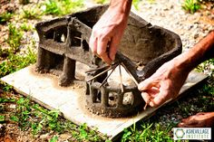 before you take on building your project, start by sculpting yourself a model. You can use clay soil or purchase modelling clay. Your model will represent the thick walls of whatever system you are actually building with. Cob Building, Green Building, Building A House, Ideas Cabaña, Granny Pods, Earth Bag Homes, Earthship Home, Tadelakt, Natural Homes