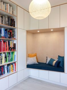 Bibliothek im Stock: Stratifiés Egger (Blanc Alpin und effet trois chant . Living Spaces, Living Room, Key Design, Kids Room, Ikea, Sweet Home, Indoor, Shelves, Interior