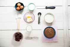 Também conhecido como creme de confeiteiro, esse receita tem mil-e-uma-utilidades na confeitaria. Vai na éclair, na torta de morango, em recheios de bolos e de pães.