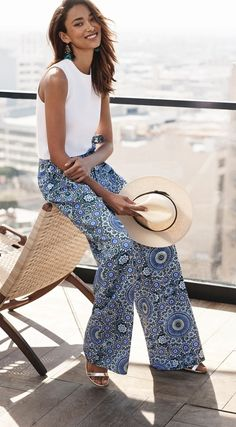 Versatility is key when it comes to our chic printed wide leg trouser | Banana Republic