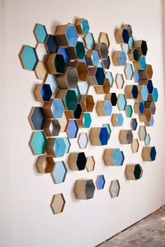 Al panal de rica miel (6 ideas para decorar tus paredes con hexágonos) · Honeycomb love (6 great ideas to decorate your walls with hexagons)