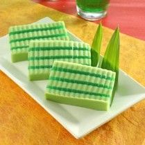 RESEP PUDING PANDAN Jello Desserts, Pudding Desserts, Almond Cookies, Yummy Cookies, Green Cake, Indonesian Cuisine, Traditional Cakes, Salad Bar, Asian Recipes