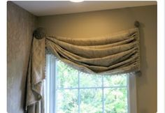 Curtain swag for dining room with vertical bar