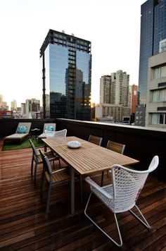 Wouldn't you LOVE to have your own private rooftop terrace with amazing city views of #Melbourne? Maybe have a family dinner on the terrace on a lovely afternoon? The Ovolo Laneways #hotel in #Australia is definitely the place to come and enjoy with the whole family!