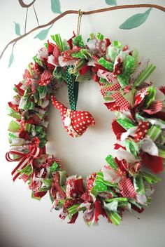 Christmas Ideas DIY Craft Ideas diy and craft ideas Christmas Door Hangings, Christmas Front Doors, Christmas Door Wreaths, Gold Christmas, Holiday Wreaths, Beautiful Christmas, Handmade Christmas, Christmas Crafts, Christmas Ornaments