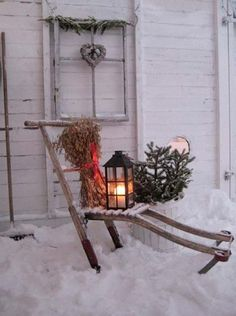 Ideas how to make comfortable rustic outdoor christmas décoration 32 Noel Christmas, Primitive Christmas, Outdoor Christmas Decorations, Country Christmas, All Things Christmas, Winter Christmas, Vintage Christmas, Xmas, Winter Snow
