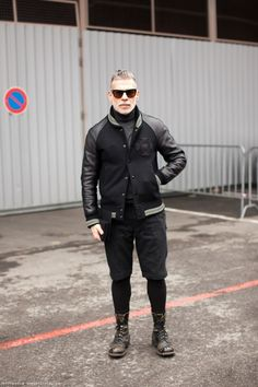Nick Wooster rocking a look + Rocking me.man makes swoon! Nick Wooster, Old Man Fashion, Fashion Looks, Mens Fashion, Fashion Outfits, Black Leather Bomber Jacket, Grey Leather, Style Urban, Most Stylish Men