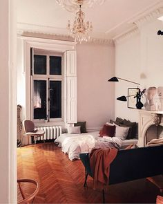 35 Amazingly Pretty Shabby Chic Bedroom Design and Decor Ideas - The Trending House Home Living Room, Living Spaces, Apartment Chic, Cheap Home Decor, Decoration, Room Inspiration, Bedroom Decor, Loft, House Design