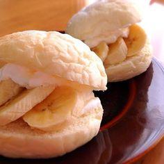 焼いた白パンで、 今朝は 生クリームとバナナを挟んで( ´ ▽ ` )ノ - 114件のもぐもぐ - 白パンでバナナ•クリームサンド☆ by Donmama
